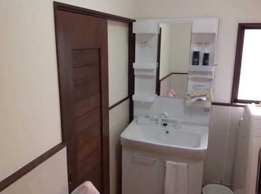 幅広の洗面ボウルで使いやすい洗面台 /宇美町