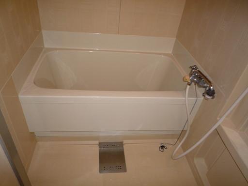 古いお風呂を塗料でリペア /福岡市